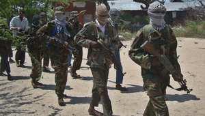 """الصومال.. 3 قتلى بتفجير سيارة مفخخة استهدف مسؤولين محليين تبنته حركة """"الشباب"""""""