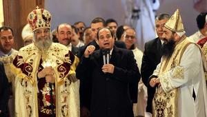 """مصر: مجلس النواب يوافق نهائيا على مشروع قانون بناء الكنائس.. والبرلمان يهتف: """"يحيا الهلال مع الصليب"""""""