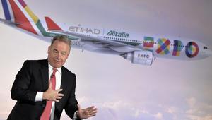 جيمس هوجان الرئيس والرئيس التنفيذي لمجموعة طيران الاتحاد خلال مؤتمر صحفي للترويج لخدمة اليطاليا
