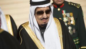 الملك سلمان يأمر بالقبض على أمير سعودي بعد فيديو اعتدائه على شبّان وشابات