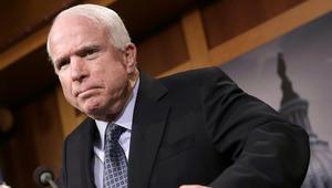 """تضامن خليجي مع السيناتور الأمريكي """"المحارب"""" جون ماكين إثر إصابته بسرطان الدماغ"""