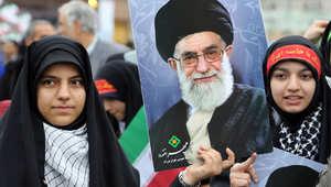 خامنئي يقر الاتفاق النووي الإيراني ويرهن الالتزام به بعدم فرض أي عقوبات على بلاده