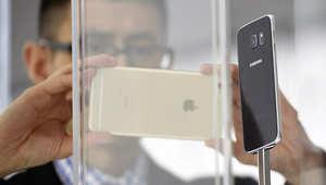 """سامسونغ تتحدى أبل بمنح مستخدمي """"أي فون"""" تجربة هواتفها لشهر مقابل دولار واحد"""