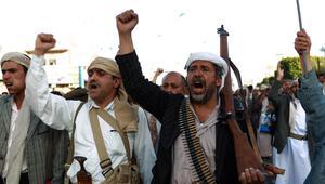 """قرقاش: التقارير من اليمن تشير إلى """"انفجار خطير"""" في علاقة الحوثي وصالح"""