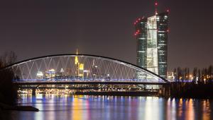 اليورو عند أعلى مستوى منذ 2014.. هل توقع أحد مسار الأحداث؟