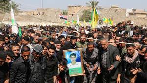 """عراقيون شيعة في مدينة طوز خرماتو يشيعون 22 شخصا من الحشد الشعبي قتلوا في مواجهات مع """"داعش"""" 15 مارس/ آذار 2015"""