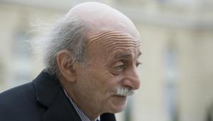 وليد جنبلاط يسخر من صور العرَق اللبناني بقصر علي عبد الله صالح في صنعاء