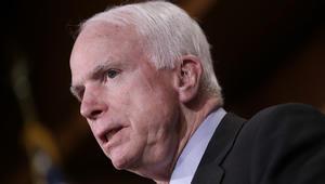 السيناتور الأمريكي ماكين قام بزيارة سرية إلى سوريا.. ماذا فعل خلالها؟