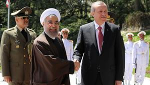 روحاني لأردوغان: مشاكل الخليج لا تصب في مصلحة السلام والاستقرار بالمنطقة