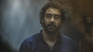 علاء عبدالفتاح من محبسه لـCNN: ثورة يناير هُزمت.. والسلطة مشغولة بعزلي