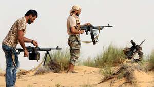 """مقاتلون من """"فجر ليبيا"""" خلال اشتباكات مع القوات الموالية للحكومة جنوب غربي مدينة صبراتة"""