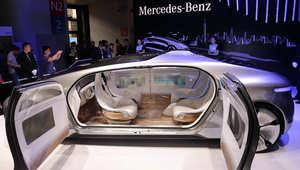 سيارة بدون سائق من مرسيدس بنز أثناء معرض الالكترونيات الاستهلاكية بآسيا في شنغهاي في 26 مايو 2015