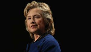 """كلينتون تسخر من حملة ترامب و""""تلميحاته النسائية"""".. وتحذر من أخطار أكبر بالحزب الجمهوري"""