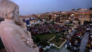 مسيحيون عراقيون فروا من أعمال العنف في الموصل يحضرون قداسا في اربيل