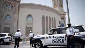 أرشيف- دورية للشرطة البحرينية عند أحد مساجد الشيعة قبل صلاة الجمعة