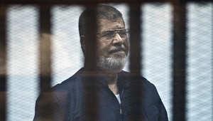 """مصر: """"السكر"""" يمنع مرسي من حضور """"التخابر مع قطر"""".. وابنه يغادر السجن بعد حبسه عاماً في قضية """"حشيش"""""""