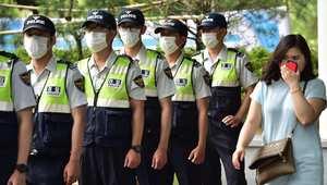عناصر الشرطة في كوريا الجنوبية يرتدون الكمامات خوفا من عدوى فيروس كورونا