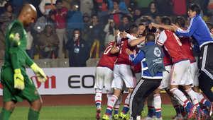 لاعبو باراغواي يحتفلون بعد فوزهم على البرازيل في ركلات الترجيح ببطولة كأس امريكا الجنوبية