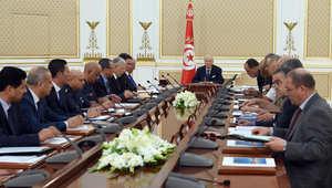 الرئيس التونسي خلال ترؤسة اجتماعا لمجلس الأمن الوطني بعد الهجوم الذي تعرض له السياح في سوسة