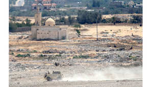 صورة التقطت من رفح في جنوب قطاع غزة لمركبة عسكرية في الجانب المصري، بعد الاشتباكات بين الجيش المصري والجمعات المتطرفة