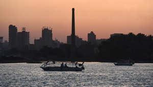 صورة مأخوذة في 9 يوليو 2015 لقوارب تبحر بنهر النيل في العاصمة المصرية القاهرة