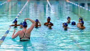 المحكمة الأوروبية تجبر والدين مسلمين على السماح لابنتيهما بالمشاركة بحصص سباحة مختلطة