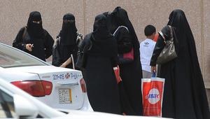 """ناصر الصرامي يكتب عن السعودية: من يقف خلف """"إسقاط ولاية الرجل على المرأة""""؟"""