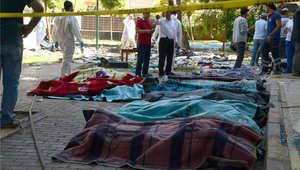 جثث القتلى في التفجير الذي استهدف مسيرة في بلدة سوروج التركية قرب الحدود مع سوريا، 20 يوليو/ تموز 2015