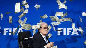 """بلاتر يواجه الإيقاف عن العمل في الفيفا لمدة 90 يوما وسط تحقيقات """"فضيحة الفساد"""""""