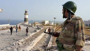 مقاتل موالي للحكومة اليمنية في منطقة القصر الرئاسي بعدن بعد استعادة السيطرة عليه 22 يوليو/ تموز 2015