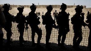 جنود عراقيون يتدربون على مكافحة الإرهاب بحث يراقبتهم وزير الدفاع الأمريكي أشتون كارتر خلال زيارته لبغداد، 23 يوليو/ تموز 2015