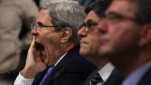وزير الخارجية الأمريكي جون كيري مع وزيري الخزانة والدفاع قبل الادلاء بشهادته في مجلس الشيوخ حول الاتفاق النووي