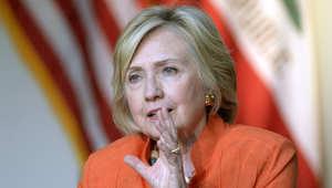 كلينتون تسلّم رسائلها الإلكترونية للقضاء بالتحقيق حول عمل مستشارتها هوما عابدين