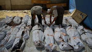 """قتلى وجرحى بالمئات في غوطة دمشق.. ومعارضون يشيرون لـ""""رؤوس مقطوعة"""" من عناصر داعش بمقر للنظام"""