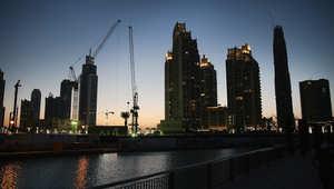 رافعات البناء في دبي التي تعتبر واحدة من أسرع المدن نموا في العالم