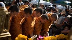 الضريح الهندوسي في بانكوك يفتح أبوابه مجددا بعد انفجار أدى إلى سقوط عشرات القتلى ومئات الجرحى