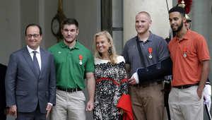 """هولاند يمنح 3 أمريكيين وبريطاني أرفع وسام فرنسي لدورهم في منع """"مذبحة"""" بقطار"""