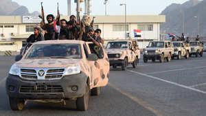 """قوات الحوثيين تعلن مقتل 34 مدنياً في غارة سعودية على مصنع مياه.. و""""عسيري"""" ينفي"""