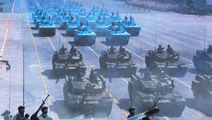 جنود صينيون في الدبابات خلال عرض عسكري في 3 سبتمبر 2015 في بكين