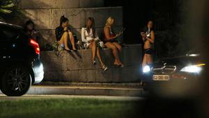 فرنسا تقرر مساعدة بائعات الهوى ومعاقبة الزبائن على دفع المال مقابل الجنس
