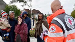ميركل تعلن عن 3 مليار يورو إضافية لأزمة اللاجئين.. وهولاند: فرنسا سوف تستقبل 24 ألف لاجئ
