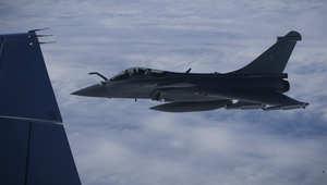 """روسيا تستدعي السفير الفرنسي بعد """"اقتراب خطير"""" لمقاتلة فرنسية من طائرة روسية تقل مُشرّعين وباريس تنفي"""
