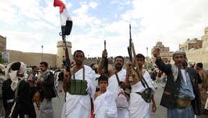 """هادي يعدّل حكومته وارتفاع عدد قتلى المدنيين لـ3 آلاف.. وصحف إيران تشير لـ""""جيش مليوني"""" على حدود السعو"""