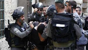 تجدد الاشتباكات بين الفلسطينيين والشرطة الإسرائيلية في محيط المسجد الأقصى لليوم الثالث