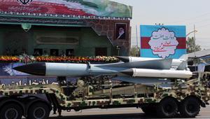 """إيران تُطلق صاروخا كُتب عليه بالعبرية """"يجب محو إسرائيل"""".. وتتوعد: صواريخنا متاحة لفلسطين وسوريا ولبنان والعراق"""