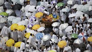 الحجيج أثناء سيرهم إلى مسجد نمرة