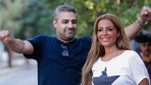 صحفي الجزيرة محمد فهمي يحتفل مع زوجته بعد خروجه من السجن ضمن العفو الرئاسي الذي أصدره السيسي