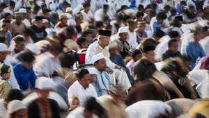 مصلون يؤدون صلاة العيد في جاكرتا بإندونيسيا صباح عيد الأضحى