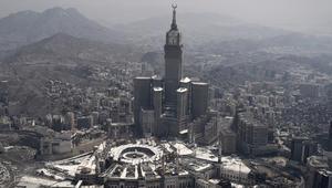 وزير إعلام السعودية يبين دلالة عدم استنكار إيران لاستهداف مكة