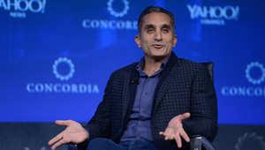 باسم يوسف يتحدث خلال قمة كونكورديا في فندق جراند حياة نيويورك في 2 أكتوبر 2015